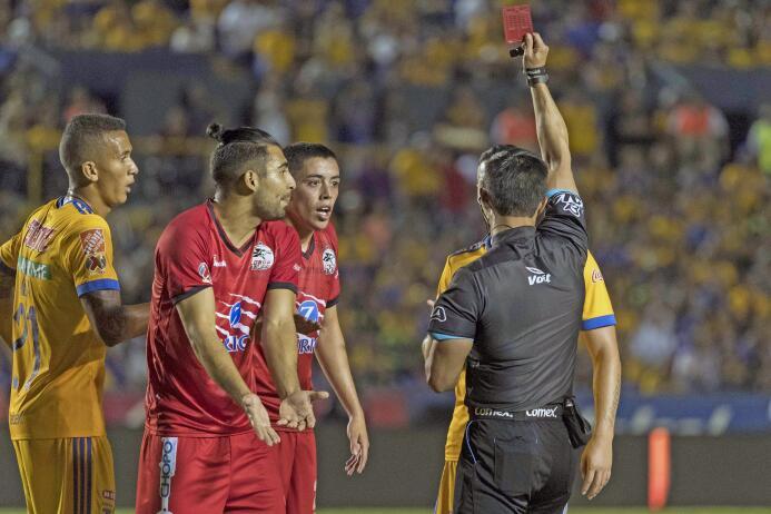 De la mano de Eduardo Vargas, Tigres derrotó a Lobos BUAP Expulsion Edua...