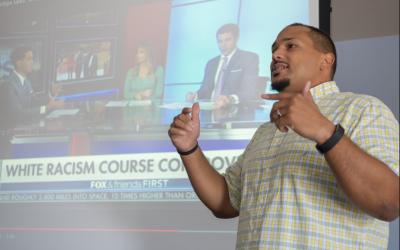 El profesor Ted Thornhill  discute su curso sobre 'Racismo Blanco'.
