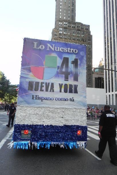 Univision 41 en el desfile de la Hispanidad 5d2d5061cffc463487b1892bbef3...