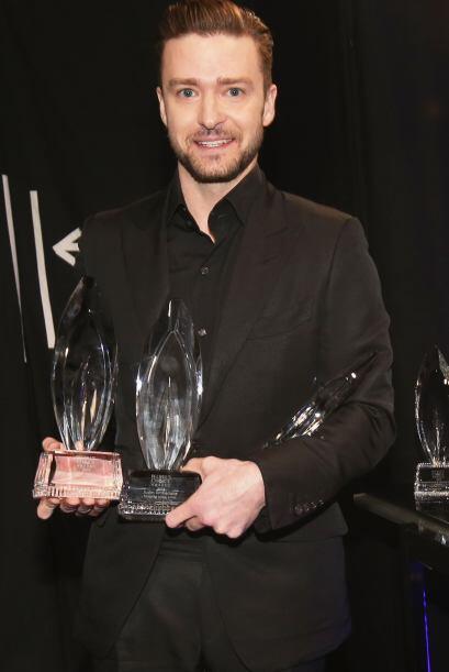 Justin también triunfó por Cantante favorito.