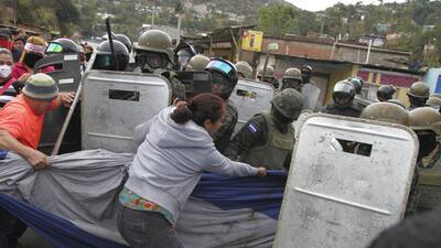 Partidarios del candidato presidencial de la oposición Salvador N...