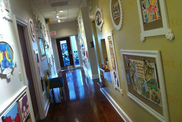 En los pasillos, los pequeños dejan una parte de sí mismos a través de l...