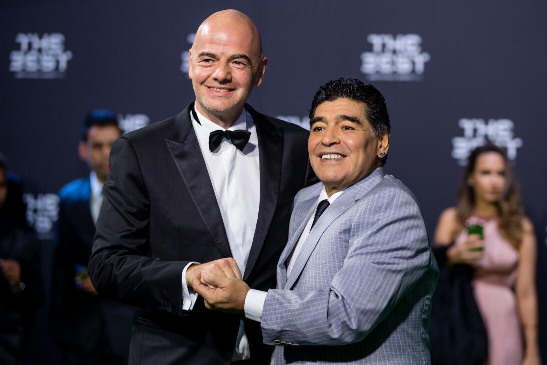 Créalo o no, 'Chicharito' es más influyente que Maradona GettyImages-631...