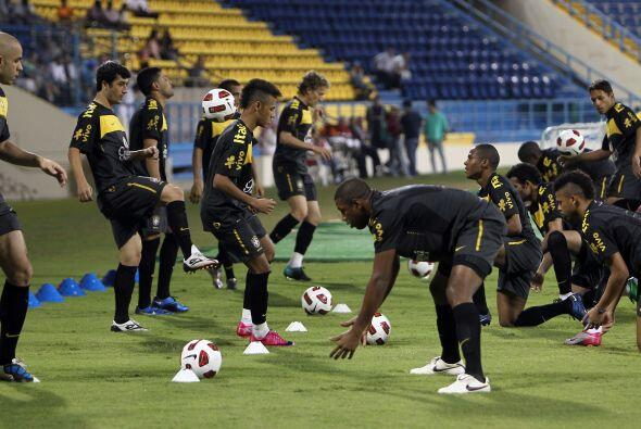 Menezes lleva a Qatar a ocho jugadores de equipos brasileños, incluido e...