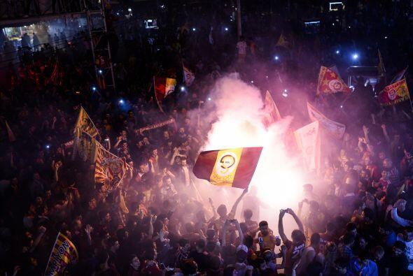 En Turquía salió campeón el Galatasaray de Estambul con 76 puntos hasta...
