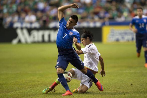 Joe Corona desbordó y desesperó a los defensores mexicanos, se mostró en...