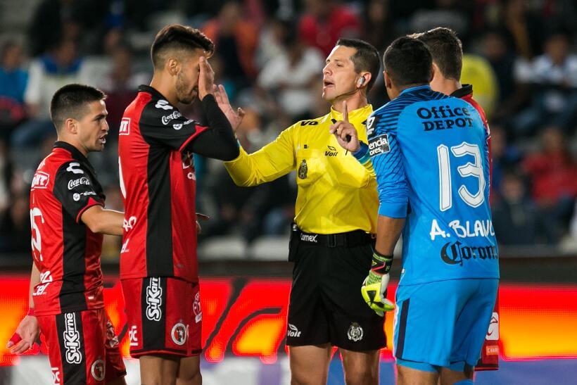 Pachuca destrozó a Xolos y se metió a semis de Copa MX arbitro-diego-mon...