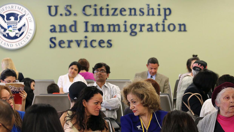 """Para recibir el beneficio de la residencia, """"el inmigrante con TPS tiene..."""