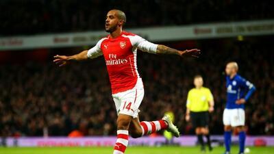 El ariete inglés marcó el gol que concretó la victoria del Arsenal.