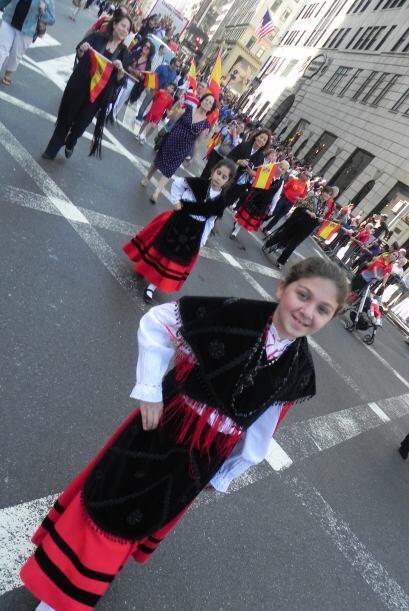 Los niños en el desfile de la Hispanidad 427a13737e894f708ba67999c3218b9...