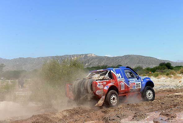 Cox Alfie con Nissan hizo la etapa entre Tucumán y Jujuy mostrand...