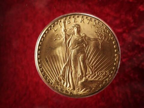 Con sólo 27 gramos de peso y 34 milímetros, esta moneda de...
