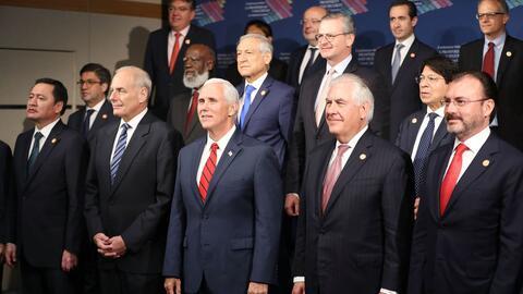 Personalidades asistentes a la cumbre sobre Centroamérica en Miami.