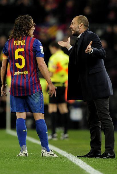 Josep Guardiola acudía a Carles Puyol para darle indicaciones de lo que...