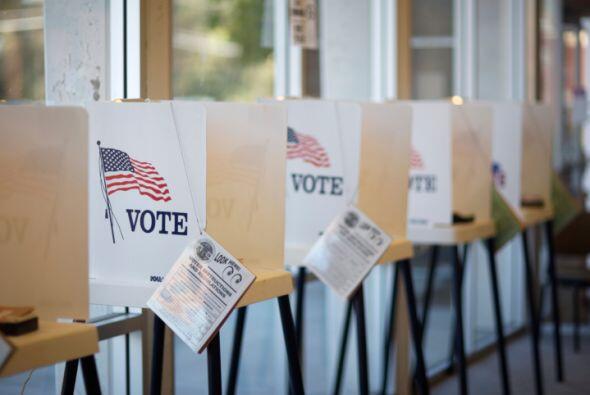 Los votantes pueden escoger a cualquier candidato para cada puesto, sin...