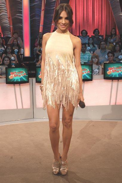 Con su nuevo look, Alejandra Espinoza se ve de maravilla.