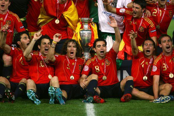 Conquistó la Eurocopa de Austria y Suiza siendo el líder en la medular d...