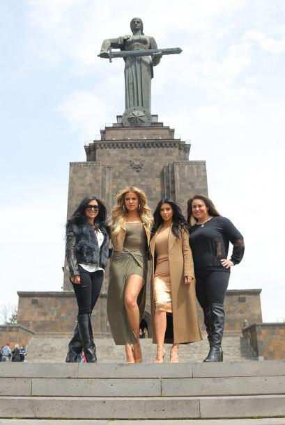 Más fotos de las hermanas Kardashian con sus familiares.