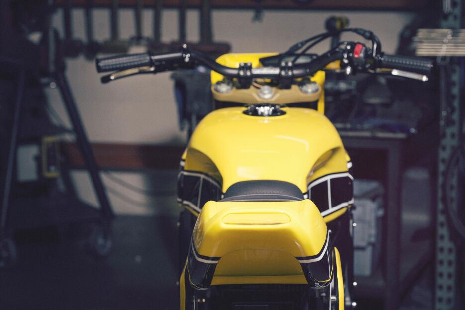 Yamaha Yard Built 900 'Faster Wasp' por Roland Sands Design