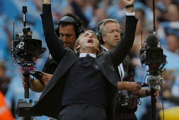 Mancini celebró el triunfo del City en la Copa, y los camar&oacut...