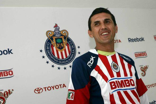 Y con sólo al dirigir tres partidos a las Chivas, Omar Arellano, se conv...