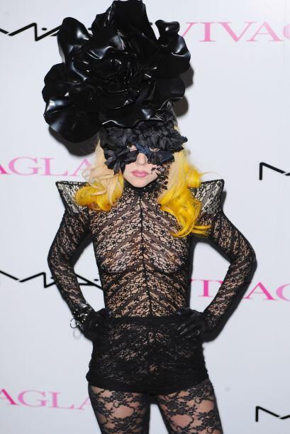 Cuando Gaga quiere desviar la atención de su cuerpecito, opta por usar e...