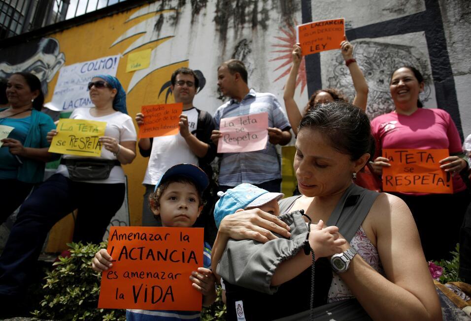 En el Mamatón de Costa Rica protestaron frente al Congreso para q...