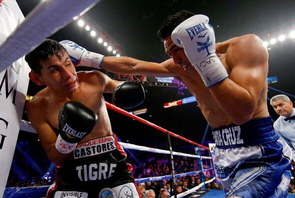 Leo Santa Cruz derrotó por decisión unánime a un di...