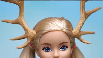 'Trophy Wife Barbie': la muñeca que bebe, fuma y no se depila