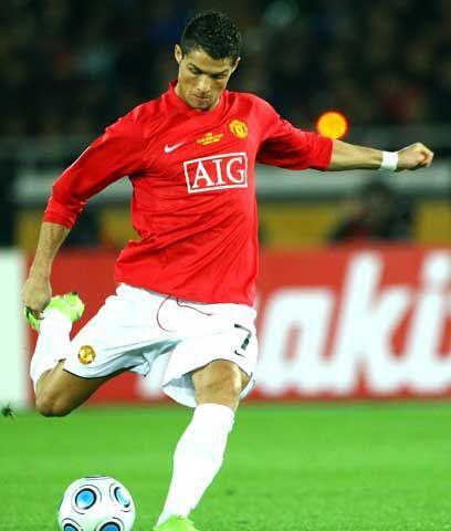 Hace jugar a sus compañerosAunque tiene buen 'dribbling' Cristiano Ronal...