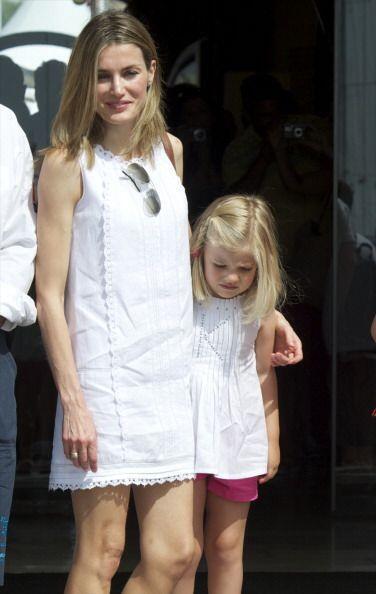 La princesa Letizia estuvo acompañada de sus hijas.
