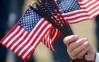 Pese al ambiente político inmigrantes en Los Ángeles se preparan para fe...