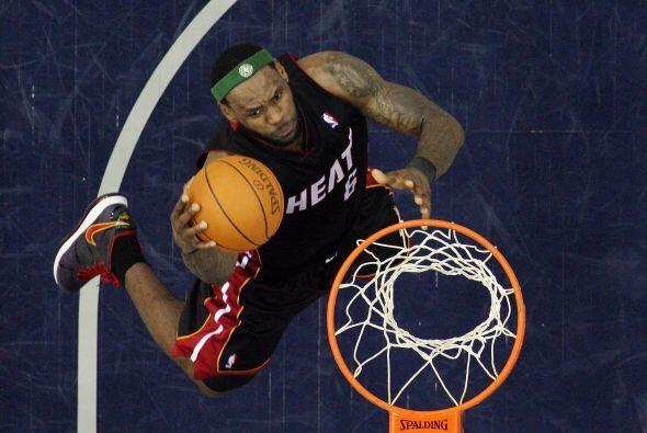 4. El ala-pívot y base de los Miami Heat, el dos veces MVP, LeBro...