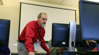 Seth Cohen, maestro de ciencias en Troy, NY