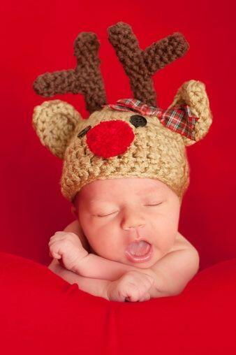 Un adorable gorro navideño siempre será una buena alternativa para mante...