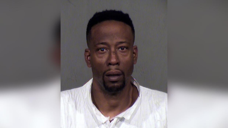 Anthony Ross está acusado de matar a su expareja y a dos menores de edad...
