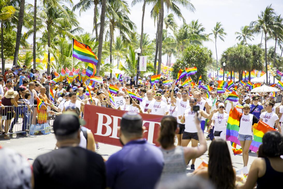 La bandera arcoiris fue una constante entre los participantes.