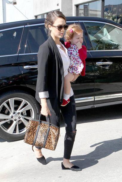 ¡Quién dijo que la maternidad, el estilo y la belleza estaban peleado, y...
