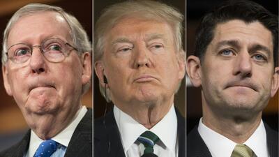 El líder de la mayoría republicana del Senado, Mitch McConnell, el presi...