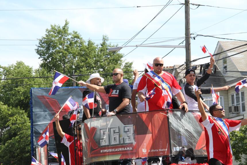 Celebra La X en el Desfile Dominicano en NJ IMG_1934.JPG