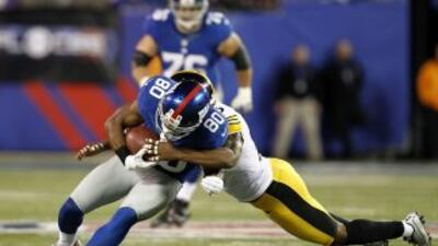 Ryan Clark tackleando a Victor Cruz.