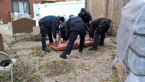 Una unidad de servicios de emergencia del NYPD tranquilizó al ven...