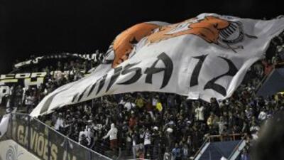 La bulliciosa y problemática hinchada del Corinthians deberá jugar la Li...