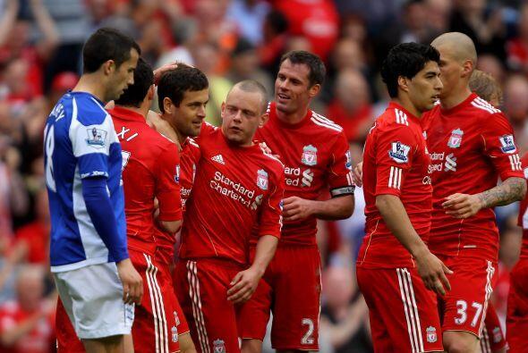 El Liverpool se puso en el sexto lugar y revive sus esperanzas de alcanz...