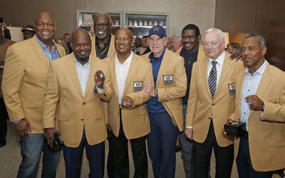 Miembros del Salón de la Fama de los Dallas Cowboys: Charles Hale...