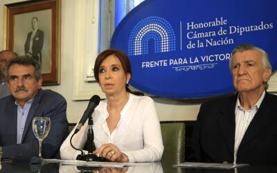 La expresidenta argentina Cristina Kirchner en una conferencia de prensa...