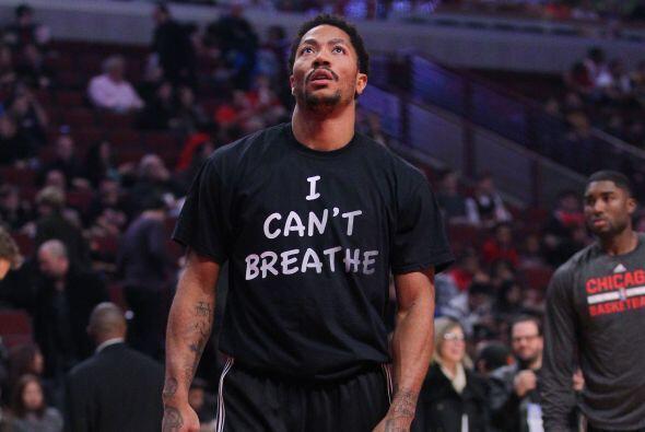 """Derrick Rose, se puso una camiseta con la leyenda """"I Can't Breathe"""" como..."""