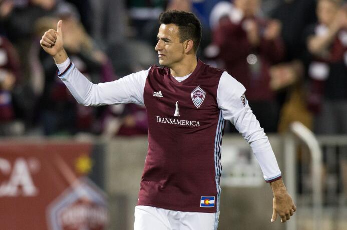 Marco Pappa celebra su gol contra el Galaxy