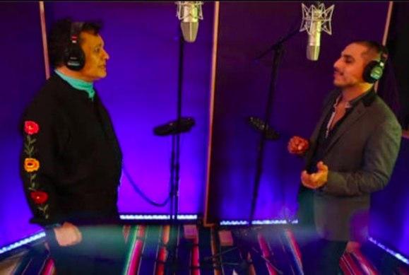 A su vez, cantó junto a Juan Gabriel la canción 'Siempre e...