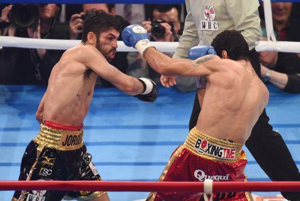 Linares fue superior en los 4 rounds de pelea y fue apretando el ritmo a...